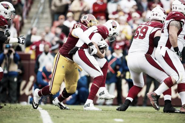 Lanier realizando uno de sus sacks a Gabbert | Foto: Redskins.com