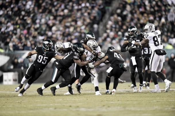 Marshawn Lynch fue el líder de la ofensiva de los Raiders | Foto: PhiladelphiaEagles.com