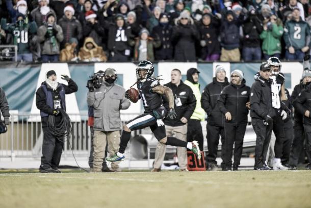 Ronald Darby habría realizado un Pick Six de no fuera por haberse caído al interceptar | Foto: PhiladelphiaEagles.com