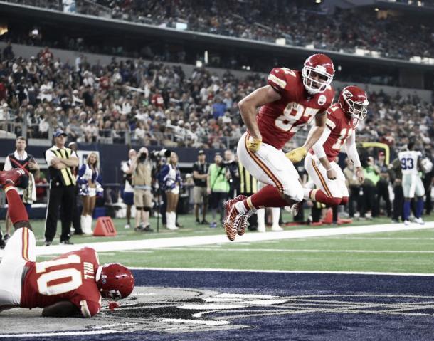 Tyreke Hill, Travis Kelce y Alex Smith conforman una de las ofensivas más generosas | Foto: Chiefs.com