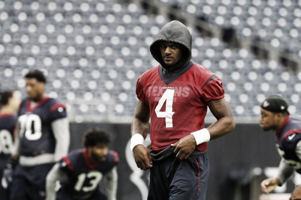 DeShaun Watson en el día de prácticas previa a la Week 9, cuando se volvió a lastimar la rodilla | Foto: Houston Texans