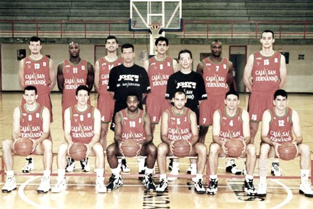 Plantilla del Caja San Fernando en la temporada 1995-96 (Foto sitio web Real Betis Energía Plus)