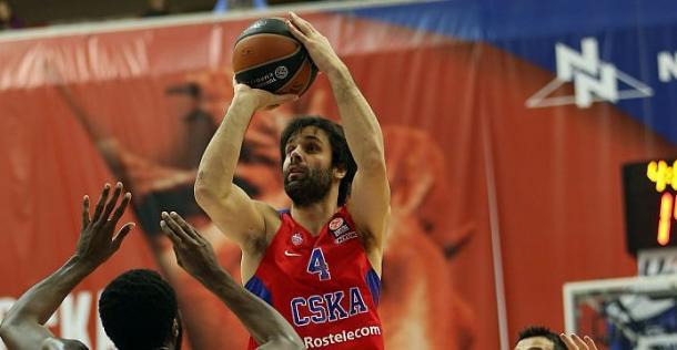 Milos Teodosic al tiro - Foto EuroleagueGurus Twitter
