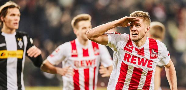 Terodde comemorando o gol no último minuto de jogo, garantindo a vitória no clássico entre Colônia e Borussia Mönchengladbach (Foto: Divulgação/FC Köln)