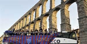 Jugadores de la Segoviana, junto al Acueducto (fuente: el propio club)