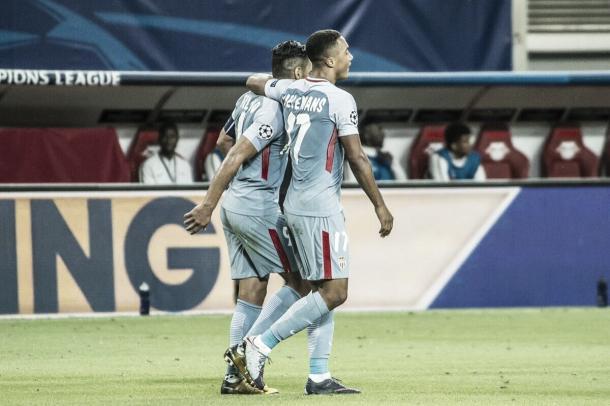 El goleador de la noche, Tielemans, junto al goleador del Mónaco, Falcao. Foto: Sitio oficial del Mónaco.