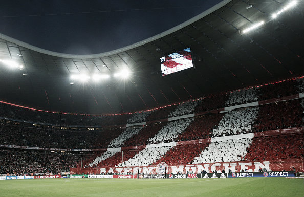 Bayern Munich fans display some incredible tifos before the start of the match | Photo: Adam Pretty/Getty Images