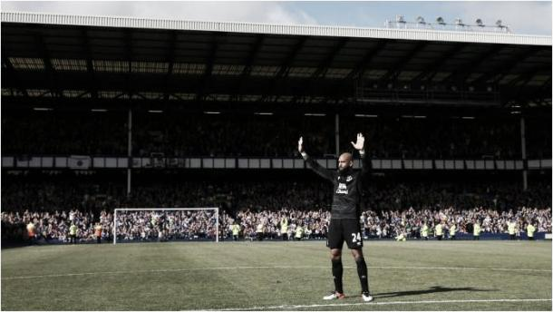 Tim Howard says goodbye to Goodison Park after 10 years at the club. | Photo: Getty Images
