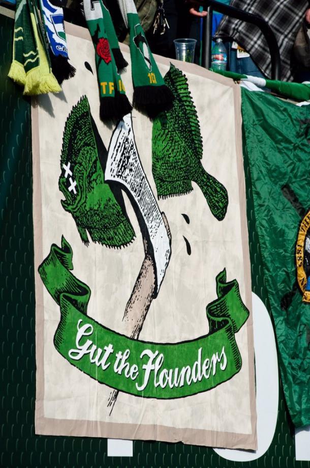 Pancarta desplegada por la Timbers Army contra los hinchas de los Sounders // Imagen: Timbers Army