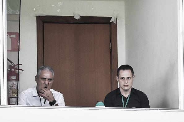 Tite marcou presença no Independência para observar Fagner, que se machucou. Foto: Pedro Vilela