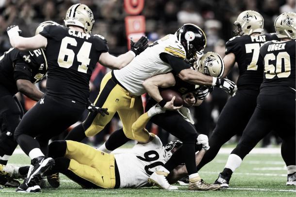 Brees recibió 2 sacks durante el partido, en el mismo drive | Foto: steelers.com
