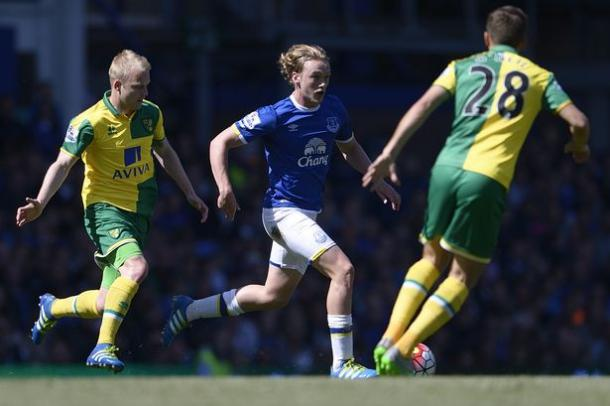 Tom Davies produced a man-of-the-match display against Norwich City on the last day of last season. | Photo: Getty Images