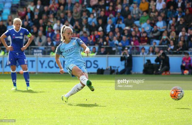 Toni Duggan slots home from the spot | Photo: Getty, Alex Livesey