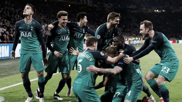 Tottenham celebrando su clasificación a la final. FOTO: UEFA.com
