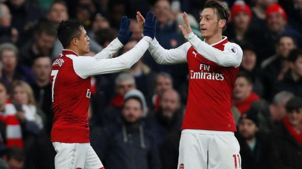 Özil y Alexis celebran un gol ante el Tottenham   Fotografía: Premier League