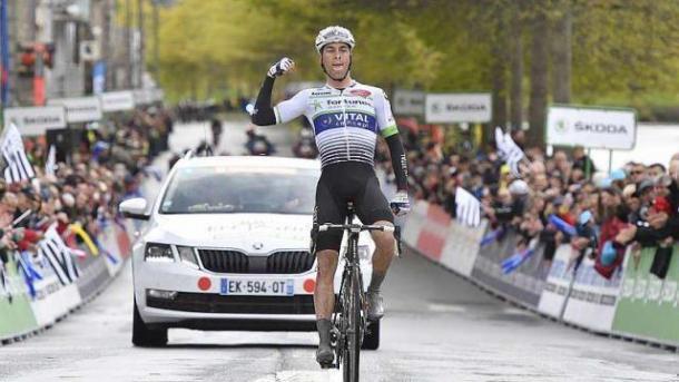 Elie Gesbert celebrando la victoria | Fuente: Thomas Brégardis