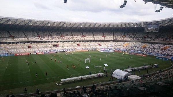 Times em campo no trabalho de aquecimento.(@Cruzeiro)