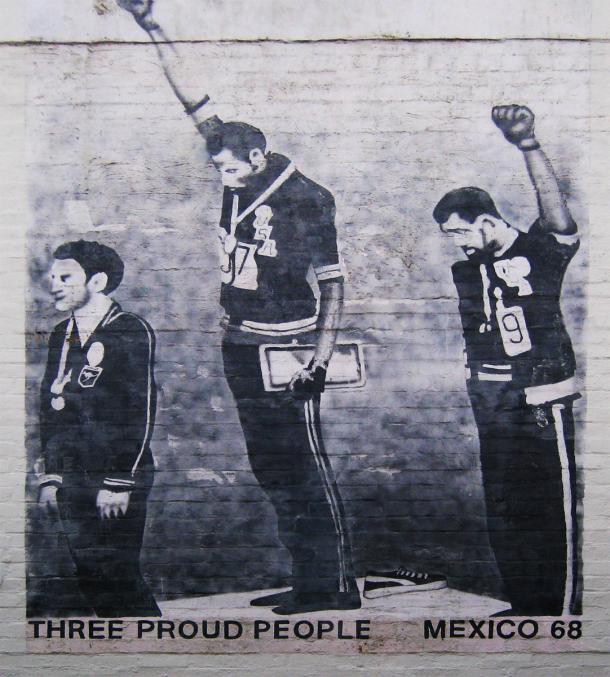 """""""Three Proud People"""" mural en Newtown."""