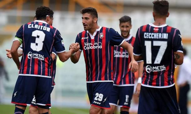 Tutti a complimentarsi con Trotta. Fonte foto: calciomercato.com