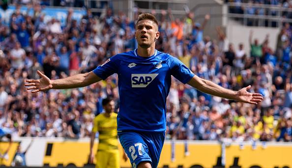 Kramaric comemora o seu gol que abriu o placar da partida (Alexander Scheuber/Bongarts/Getty Images)