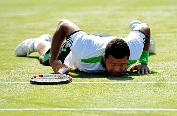 Tsonga down on the grass after another crowd-pleasing dive (Photo: Getty Images/Michael Regan)
