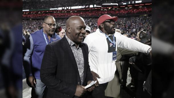Thurman Thomas, en el dia de retiro de su remera, en el estadio de los Bills (foto bills.com)