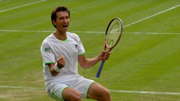 Sergiy Stakhovsky beating Roger Federer at Wimbledon (Source:Sky Sports)