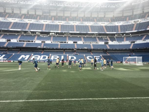 APOEL faz o reconhecimento do gramado no Estádio Santiago Bernabéu | Foto: Divulgação/Uefa