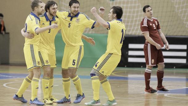 Los jugadores de Ucrania festejan un tanto durante un partido | Foto: LNFS
