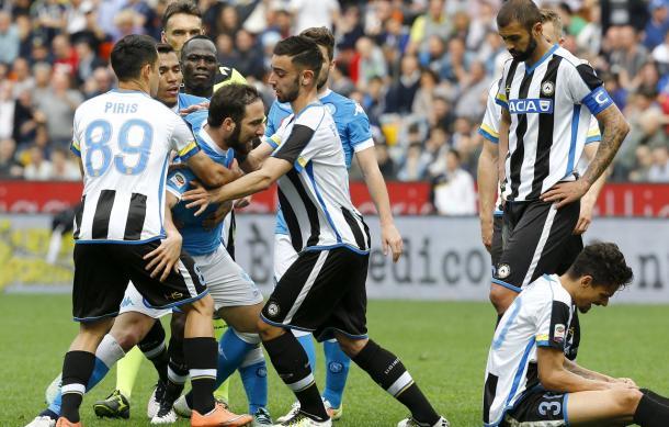 La rabbia di Higuain su Felipe durante Udinese-Napoli - Foto: Gazzetta.it