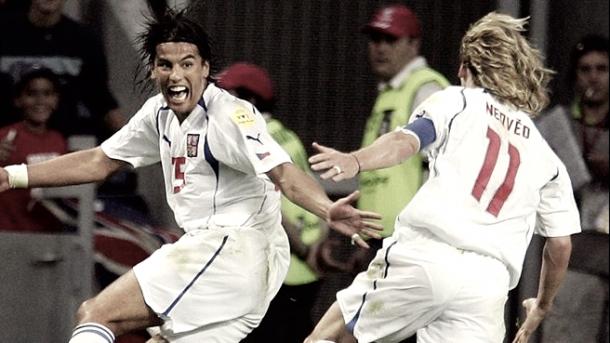 Milan Baroš y Pavel Nedvěd celebrando un gol de la Euro 2004 | Foto: UEFA