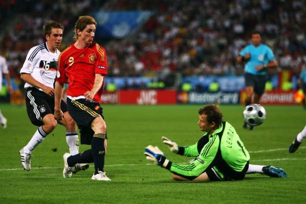 Fernando Torres marcando el gol del campeonato contra Alemania | Foto: @Uefacom_es