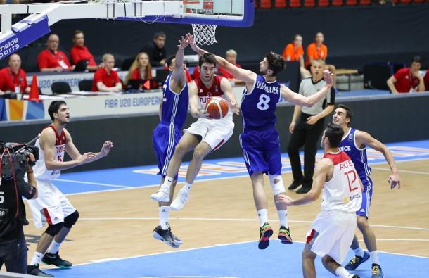 Una delle penetrazioni mortifere di Ugurlu, 4 assist a gara - Source FIBA.com