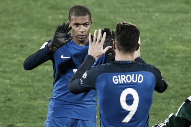 Giroud y Mbappé, presente y futuro de Francia | Foto: FFF