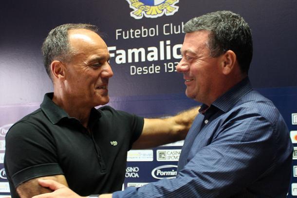 Ullises y el presidente del club | Foto: Famaliçao