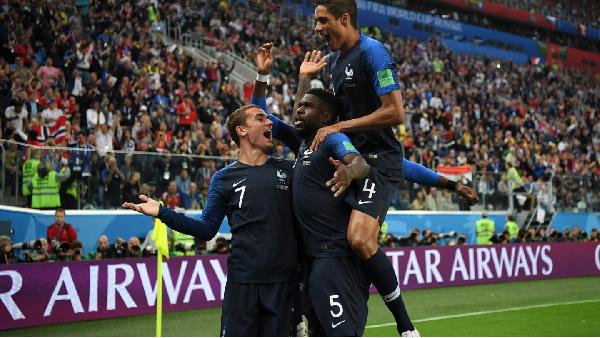 Umtiti celebra su gol junto a Griezmann y Varane | Foto: Copa Mundial de la FIFA