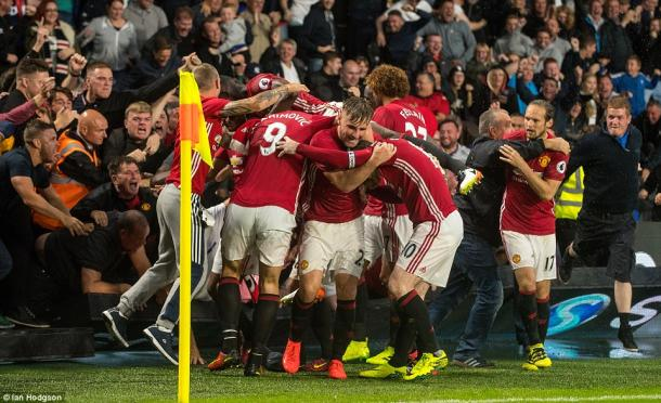 United fans and players alike go crazy after their last minute winner (photo: Ian Hodgson)