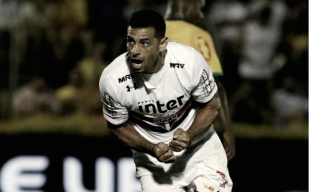 Diego Souza comemora seu primeiro gol com a camisa tricolor