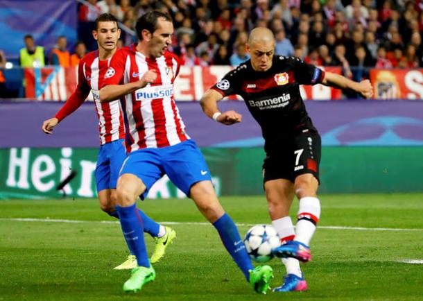 Il Chicharito Hernandez è tra i migliori in campo del Leverkusen. Foto: The Guardian