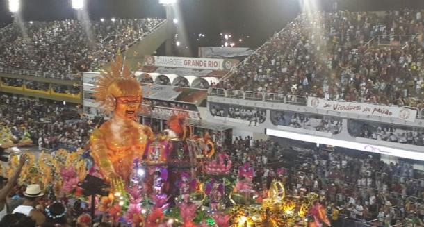 Unidos de Padre Miguel fechou desfile com Chave de Ouro / Créditos: Pedro Logato/VAVEL Brasil