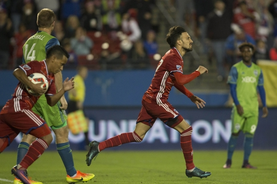 Maximiliano Urruti pulls one back for FC Dallas. | Photo: USA Today Sports
