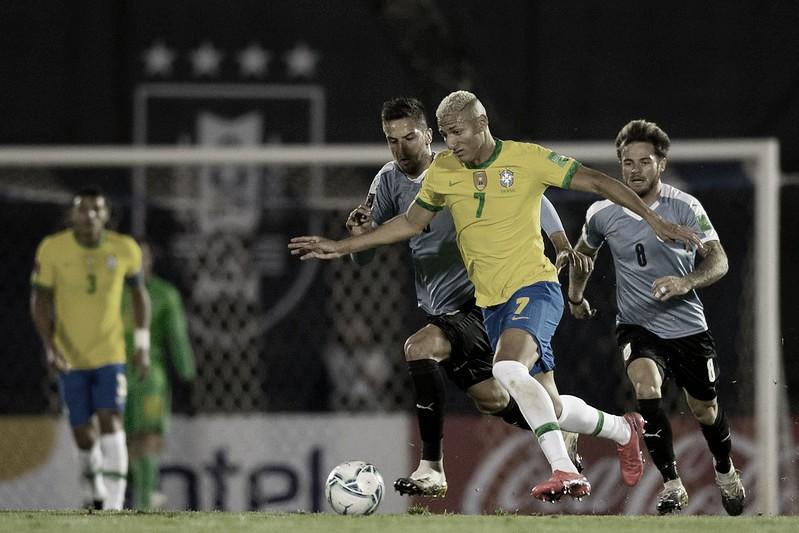 Richarlison recebeu cruzamento de Renan Lodi e marcou gol de cabeça contra o Uruguai (Foto: Lucas Figueiredo/CBF)