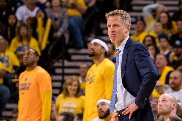Steve Kerr sigue intentando encontrar la identidad del equipo. | Foto: Kelley G. Cox