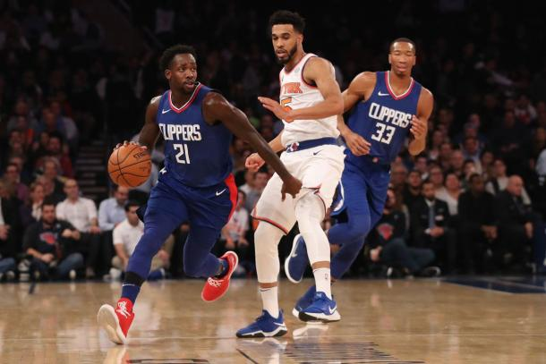 LA Clippers guard Patrick Beverley (21) dribbles the ball past New York Knicks guard Courtney Lee |Anthony Gruppuso-USA TODAY Sports|