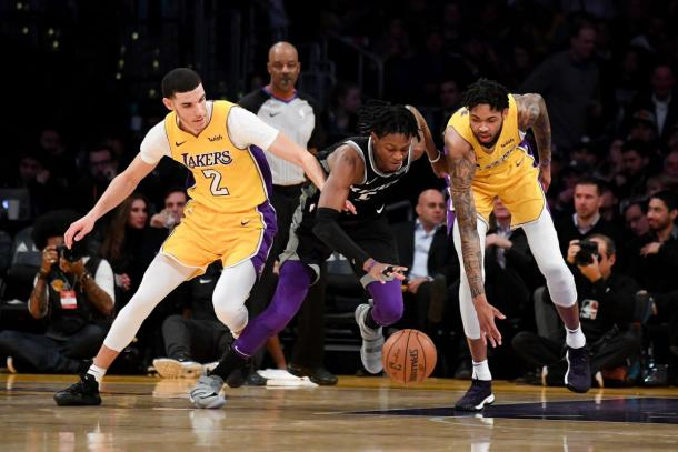 Sacramento Kings guard De'Aaron Fox (5) control's the basketball next to Los Angeles Lakers guard Lonzo Ball (2) and Los Angeles Lakers forward Brandon Ingram (14). |Kirby Lee-USA TODAY Sports|