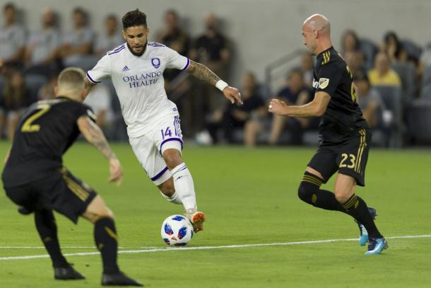Dom Dwyer runs at defenders in Los Angeles | Photo: USA Today