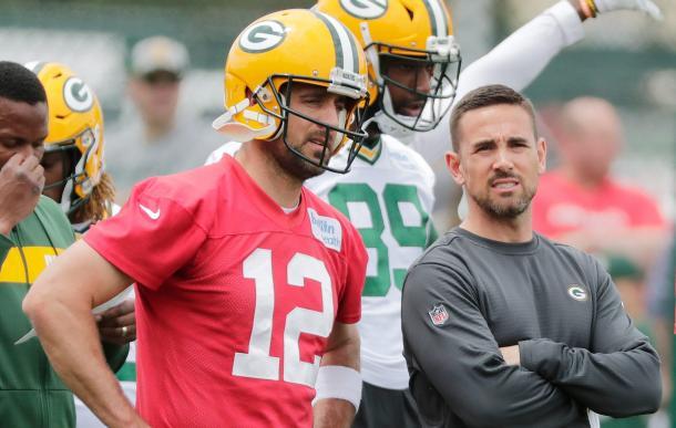 Aaron Rodgers y Matt LaFleur durante el training camp 2019 de los Packers (Foto: www.packers.com)