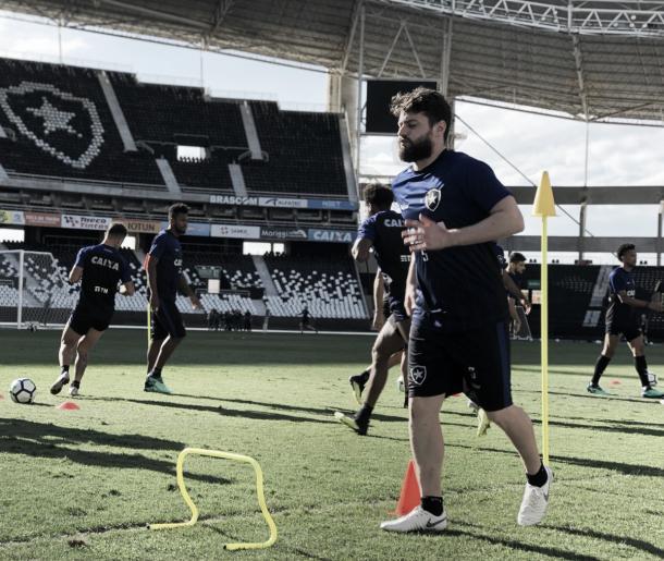João Paulo participou de atividade com o grupo no treino desta terça Foto: Vitor Silva/SSPress/Botafogo