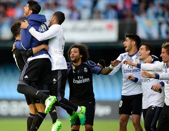 Comemoração após o gol de CR7 (Foto: Miguel Riopa/Getty Images)
