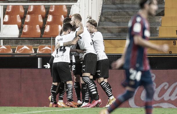 El Valencia celebrando uno de los goles./ Foto: Valencia CF